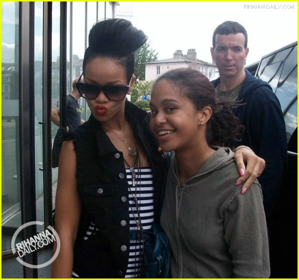 rihanna chris brown snuggle 051954661
