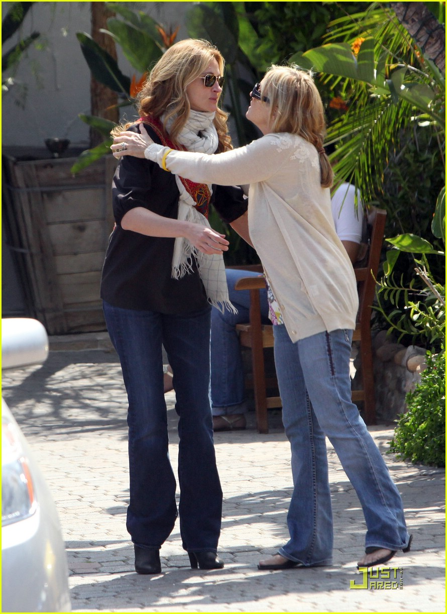 julia roberts meets in malibu 051946501