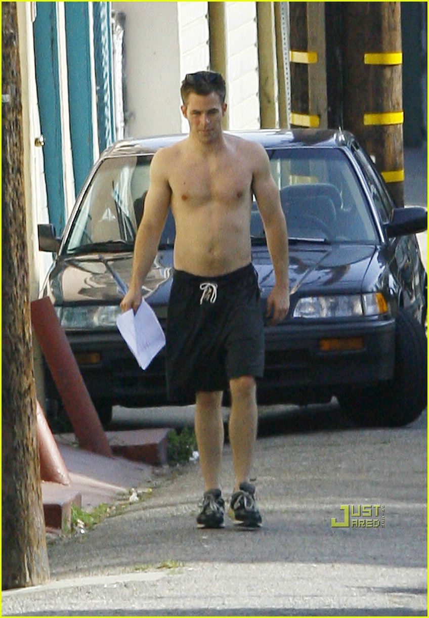 chris pine shirtless picking nose 12