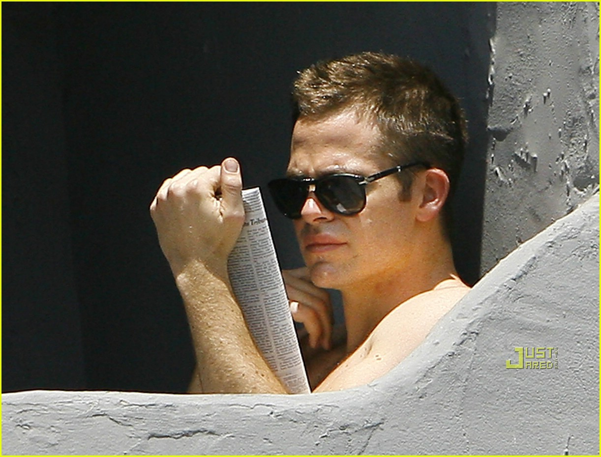 chris pine shirtless picking nose 22