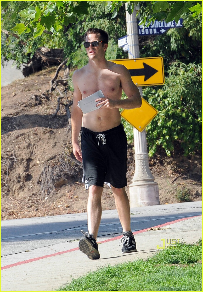 chris pine shirtless picking nose 30