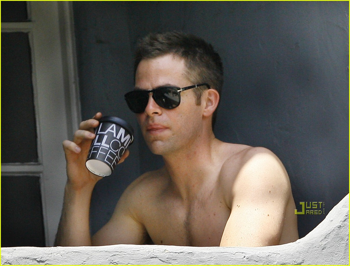 chris pine shirtless picking nose 31