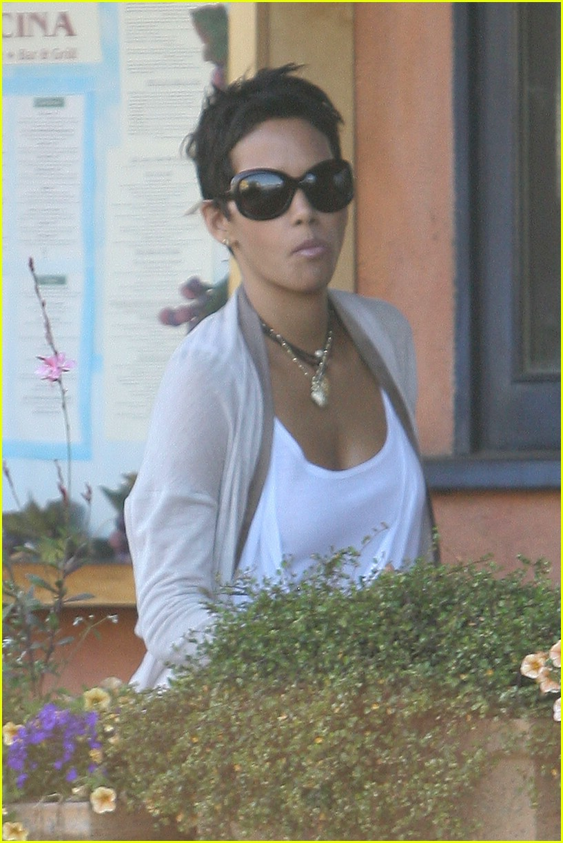 halle berry new short hair 09