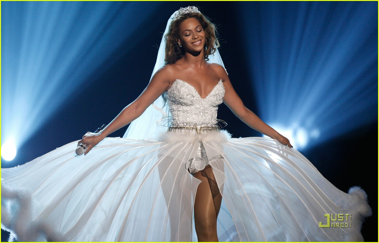 Full sized photo of beyonce wedding dress 05 photo for Beyonce wedding dress pictures