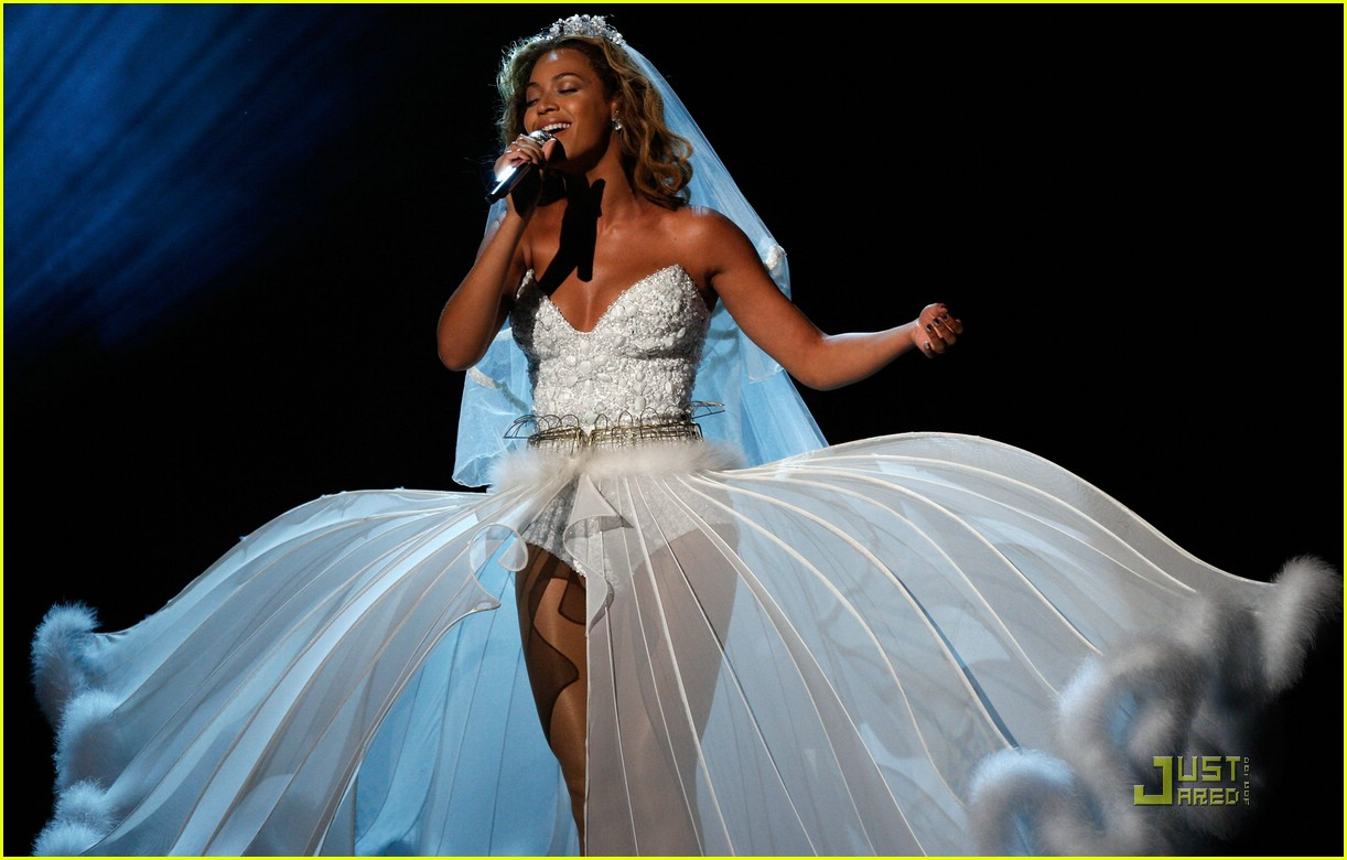 beyonce wedding dress 17