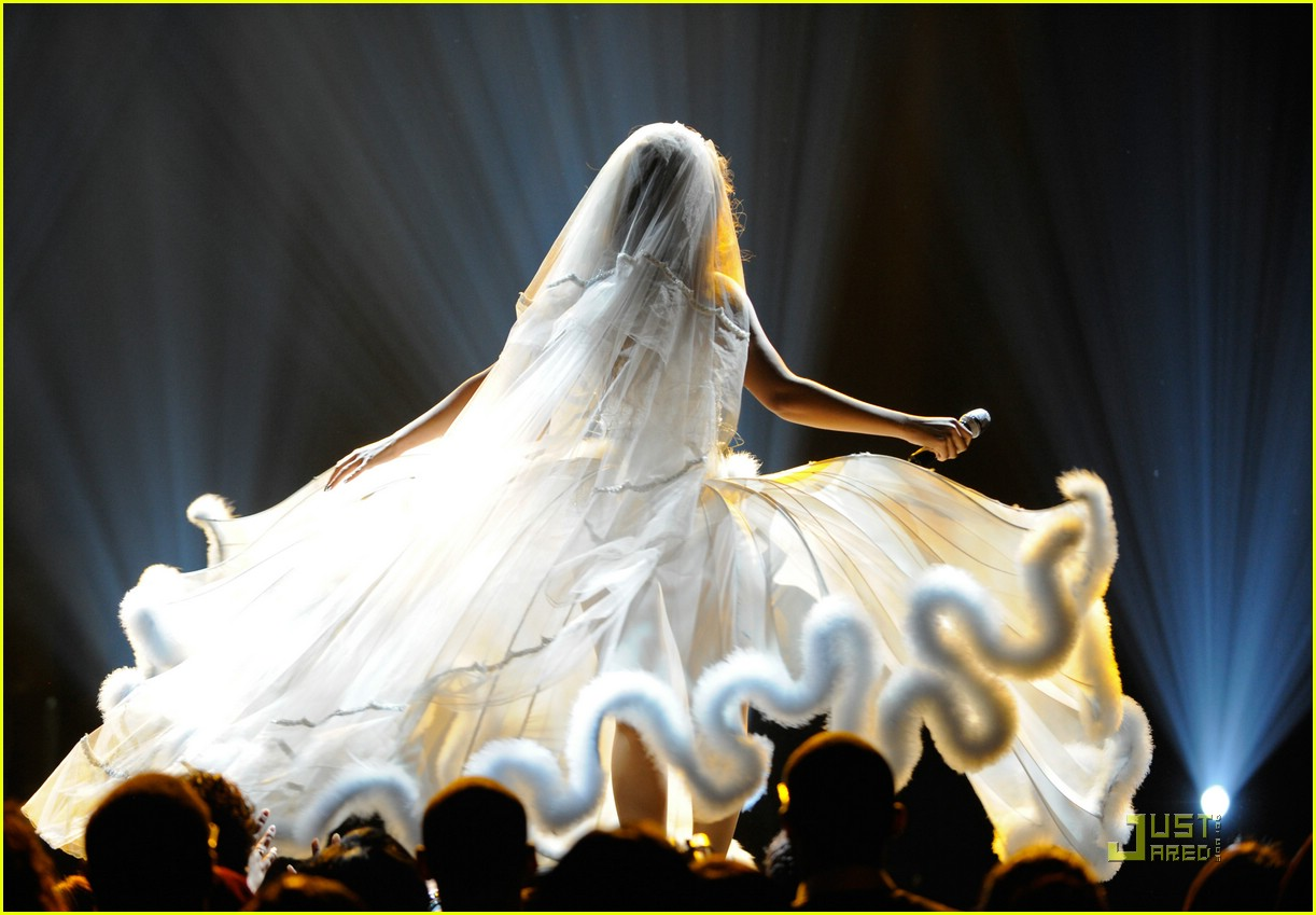 beyonce wedding dress 25