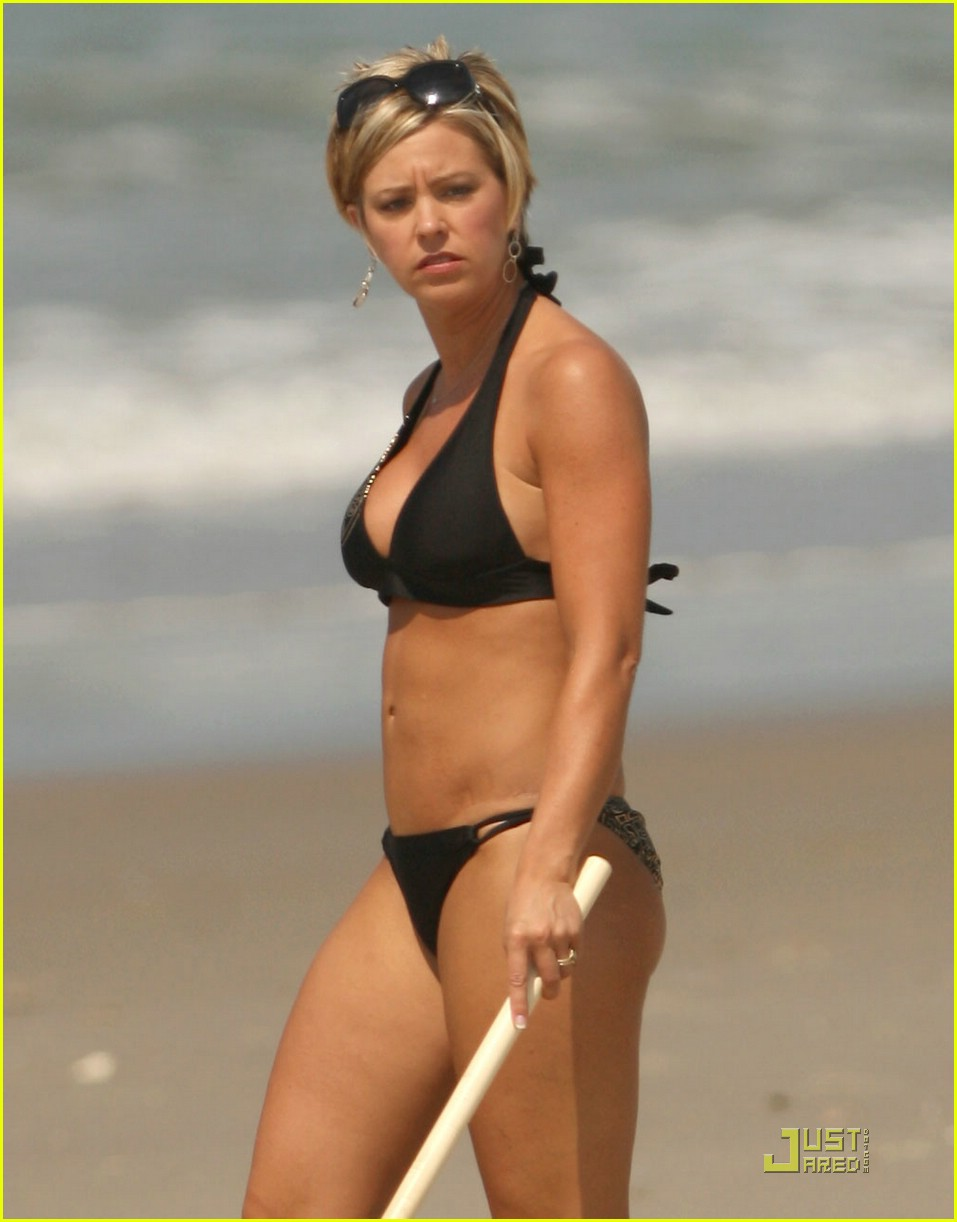 kate gosselin beach bikini 03. Jon & Kate Plus 8 star Kate Gosselin sports a ...
