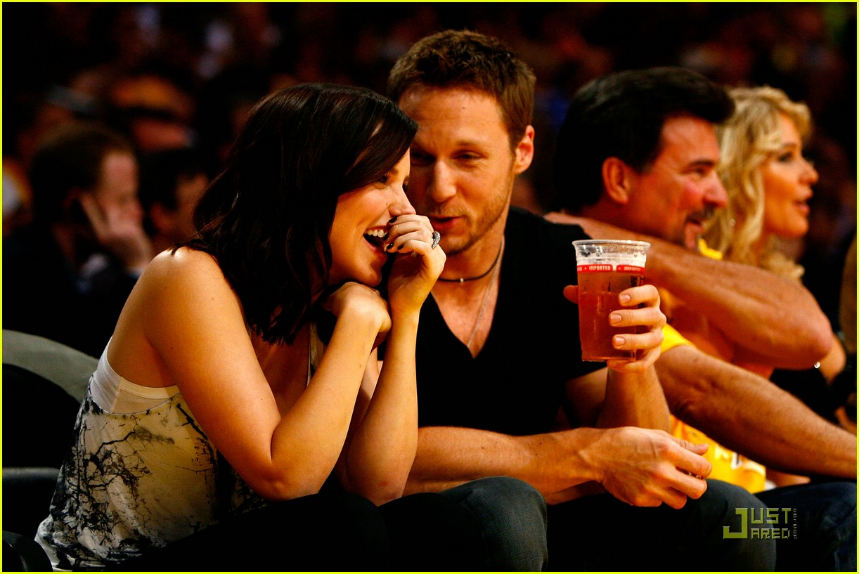 sophia bush lakers 071969221