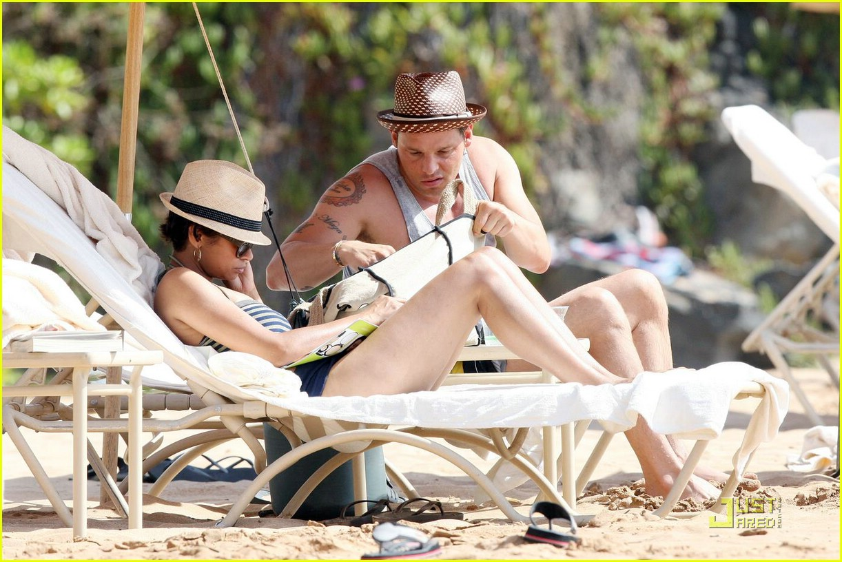 justin chambers shirtless beach 08