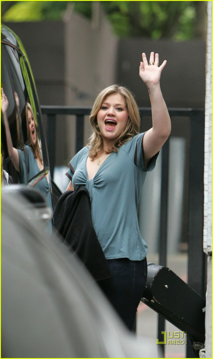 kelly clarkson tongue 01