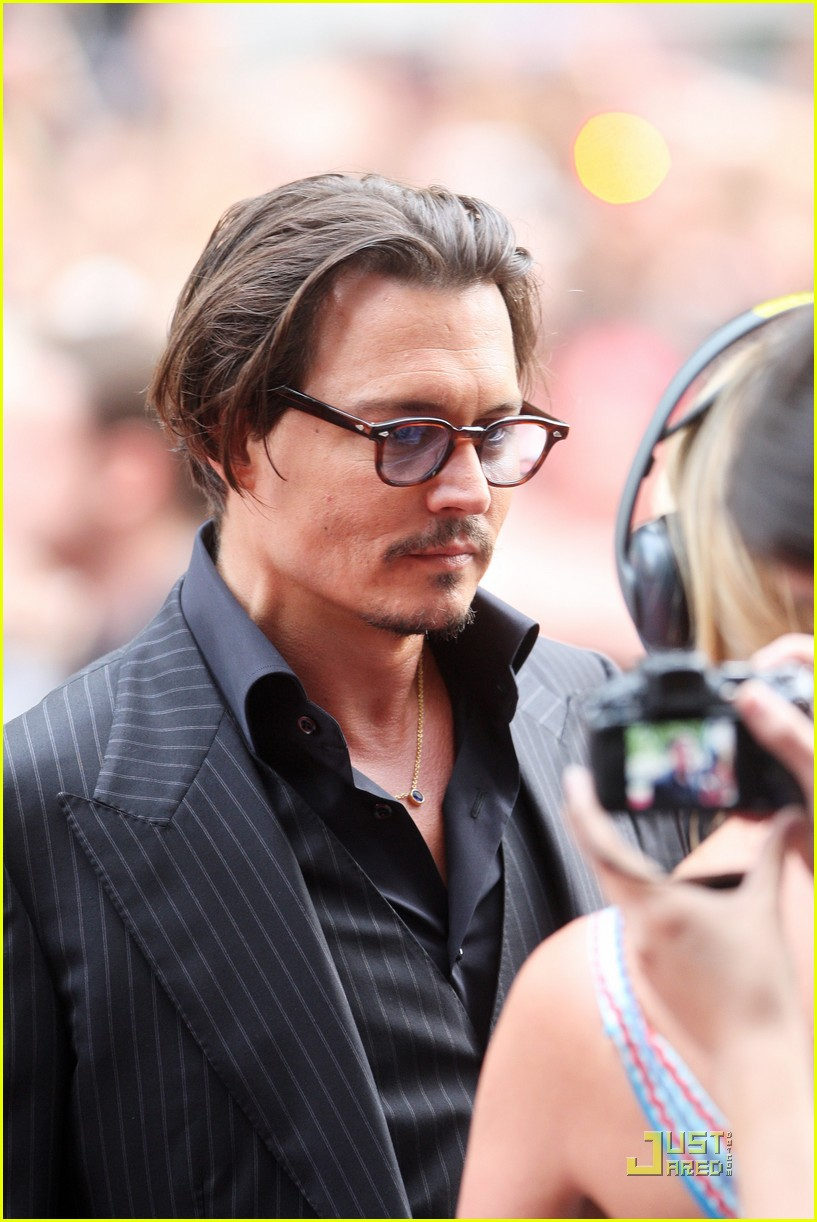 johnny depp bemused robber 01