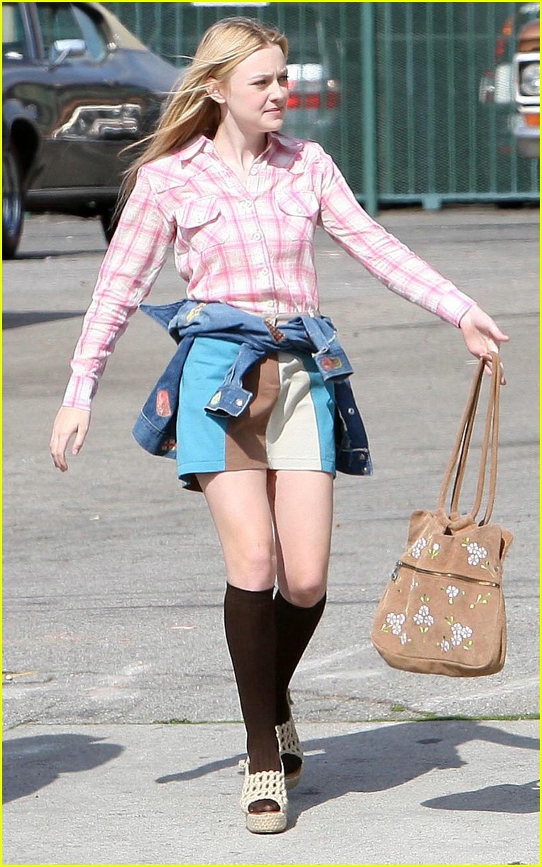 dakota fanning pink plaid princess 01