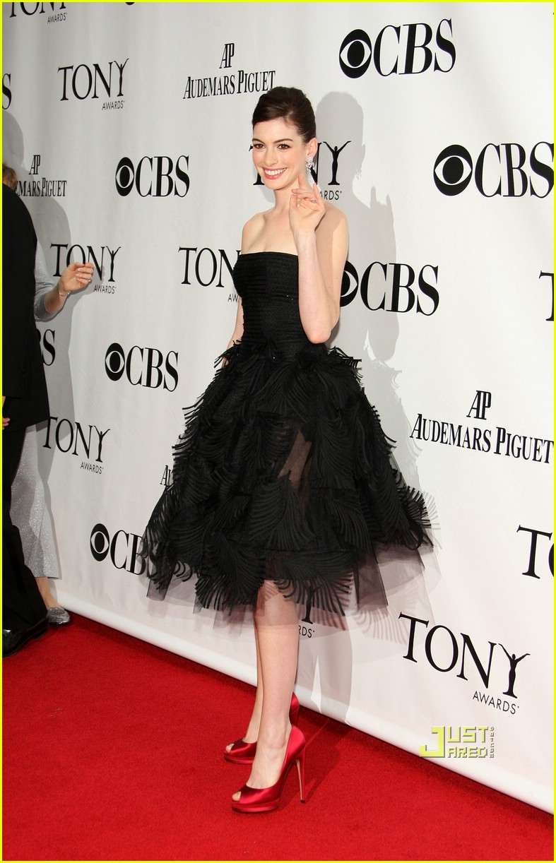 anne hathaway tony awards 2009 131974201
