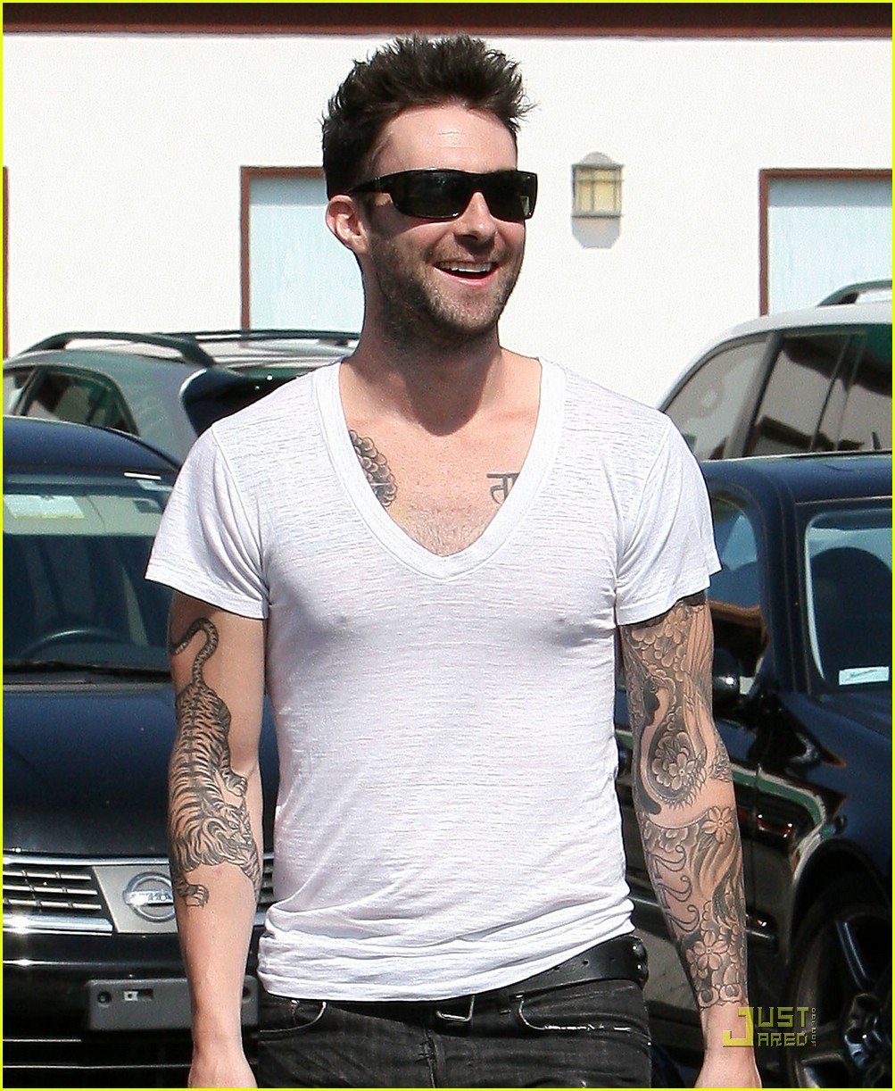 adam levine plain white tee 03