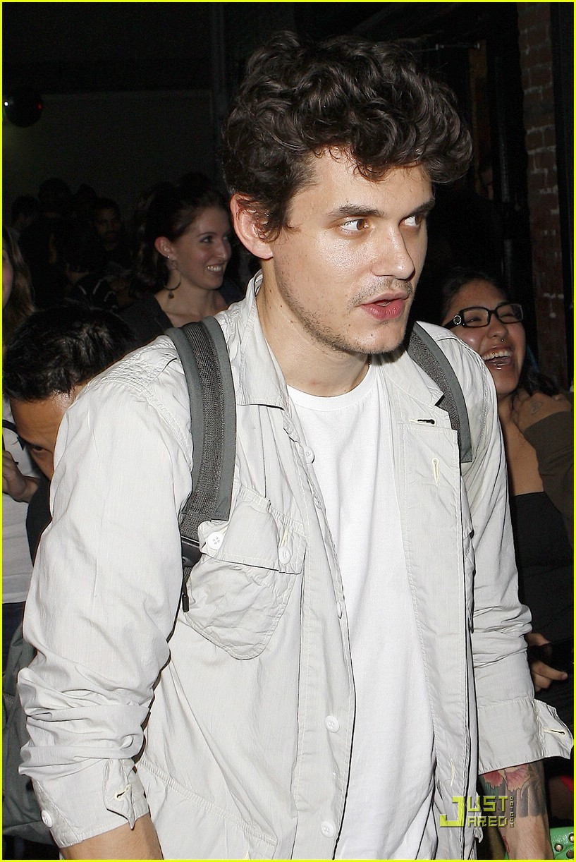 john mayer hounded at hotel cafe 02