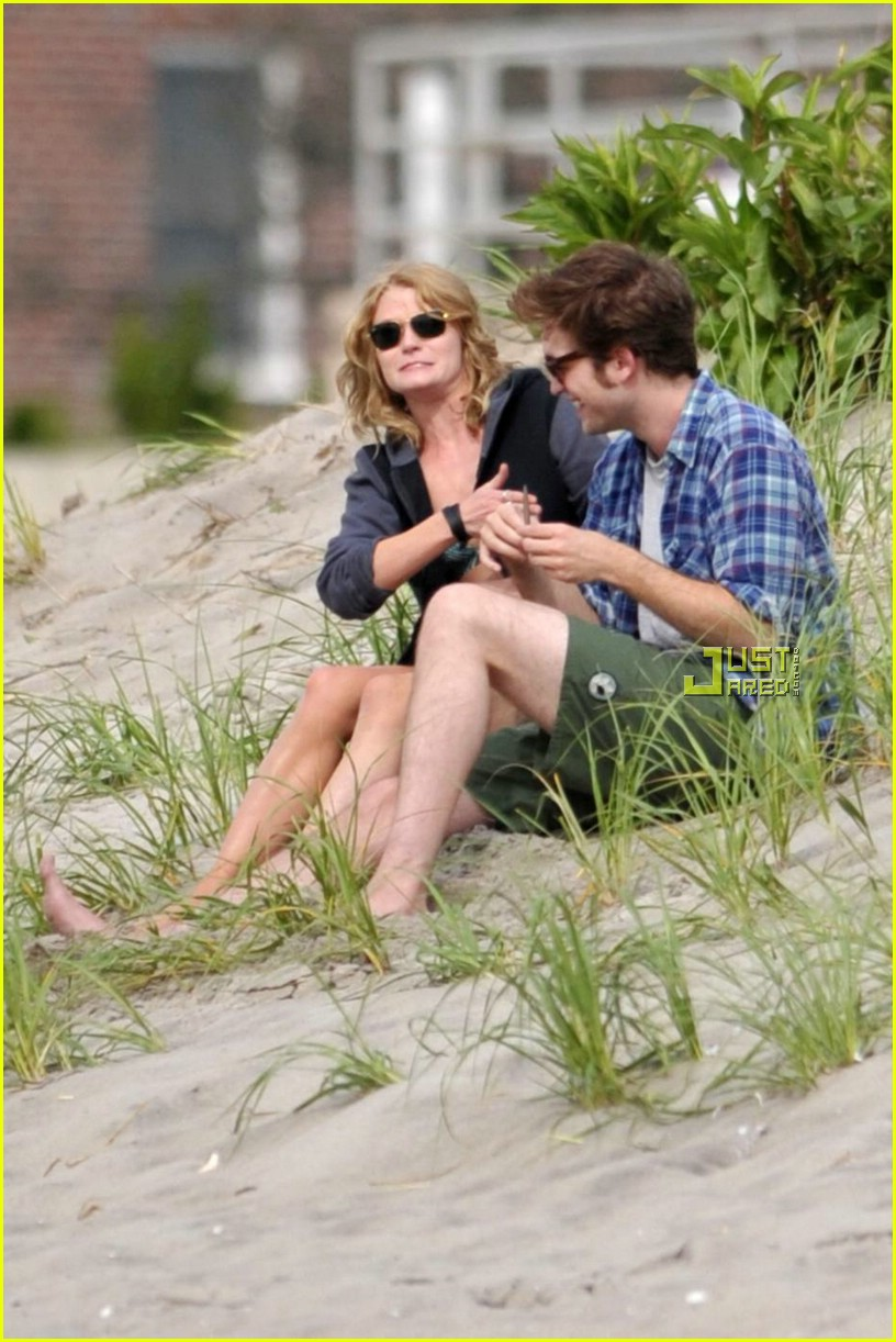 robert pattinson emilie de ravin kissing 15