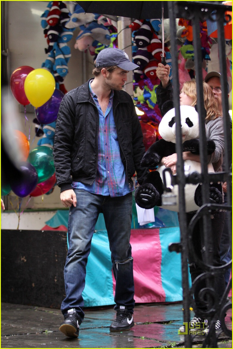 robert pattinson emilie de ravin bear hug 06