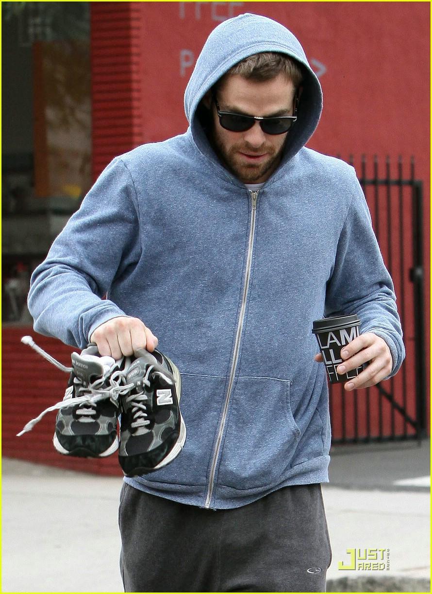 chris pine hoodie 02