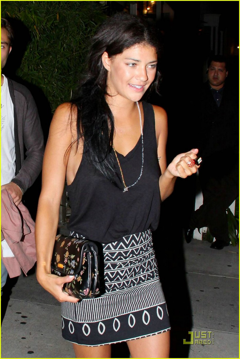 ed westwick jessica szohr koi 02