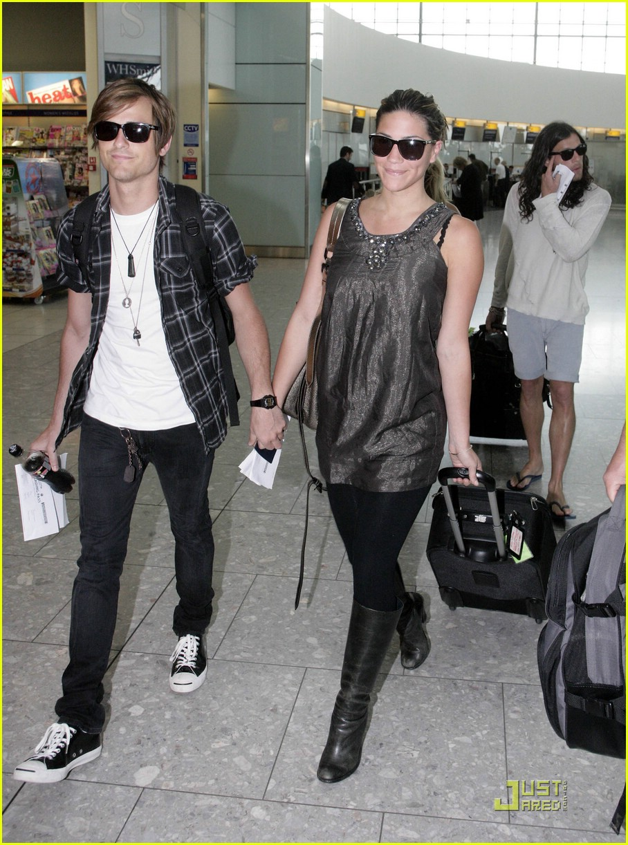 jared followill alisa torres heathrow airport 042063031