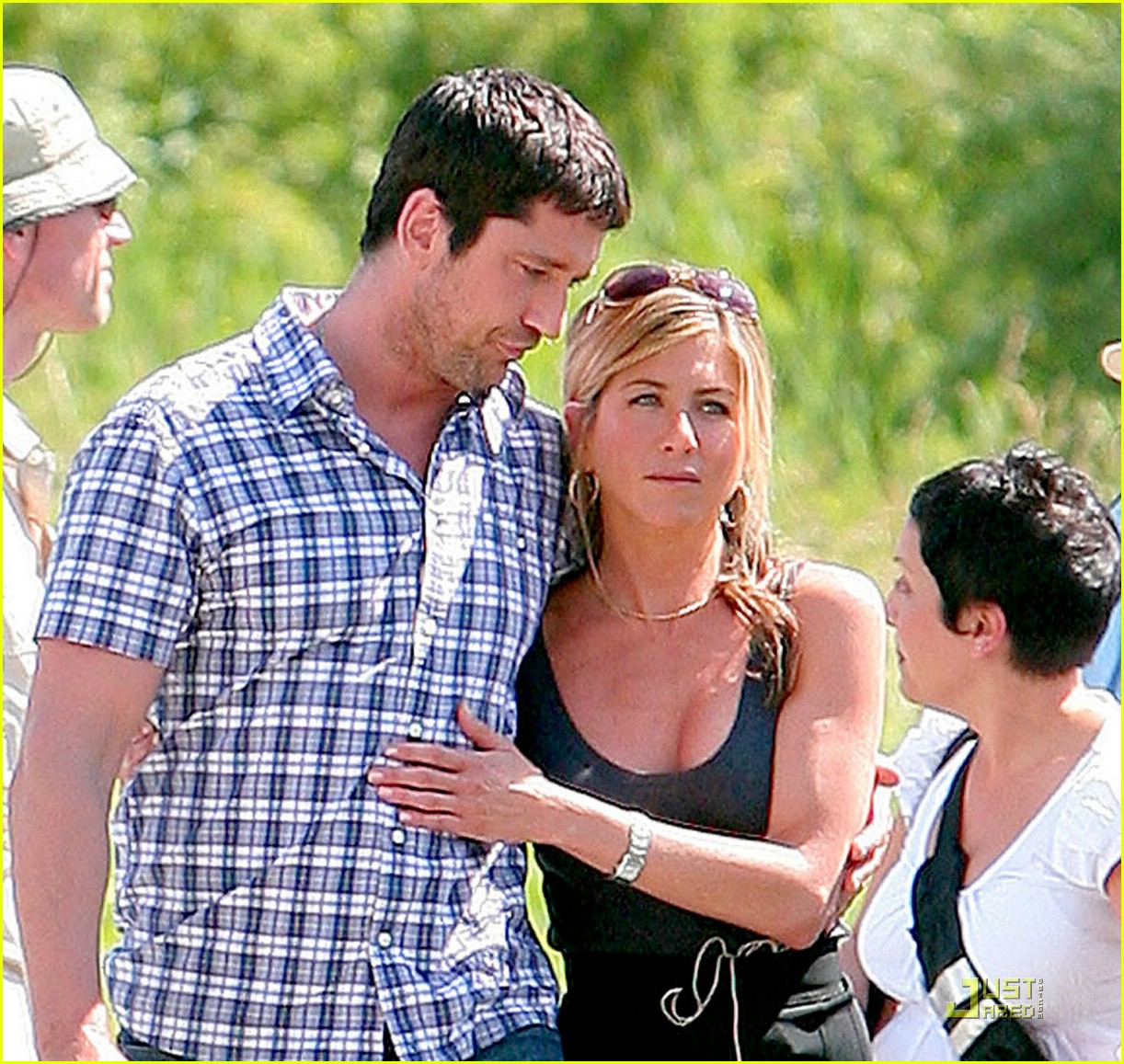 jennifer aniston gerard butler keep close off set 06