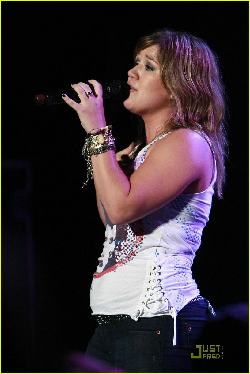 kelly clarkson orange county fair 072074422