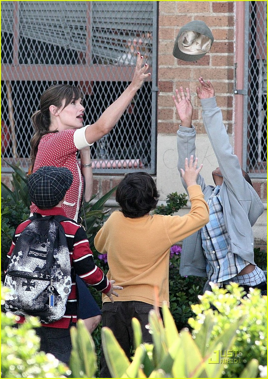 jennifer garner polka dot sweater 09