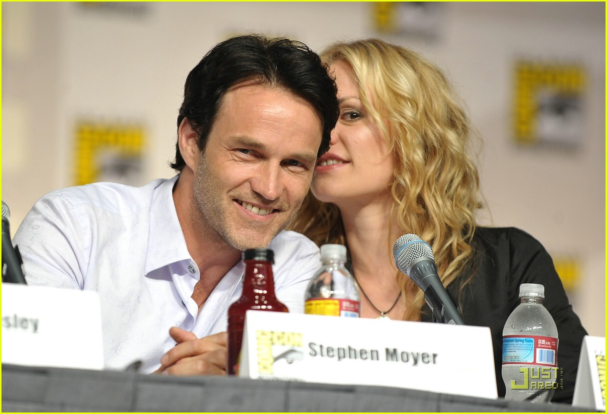 anna paquin stephen moyer comic con couple photo 2075892 anna paquin stephen moyer comic con couple photo 2075892 alexander skarsgard anna paquin stephen moyer pictures just jared