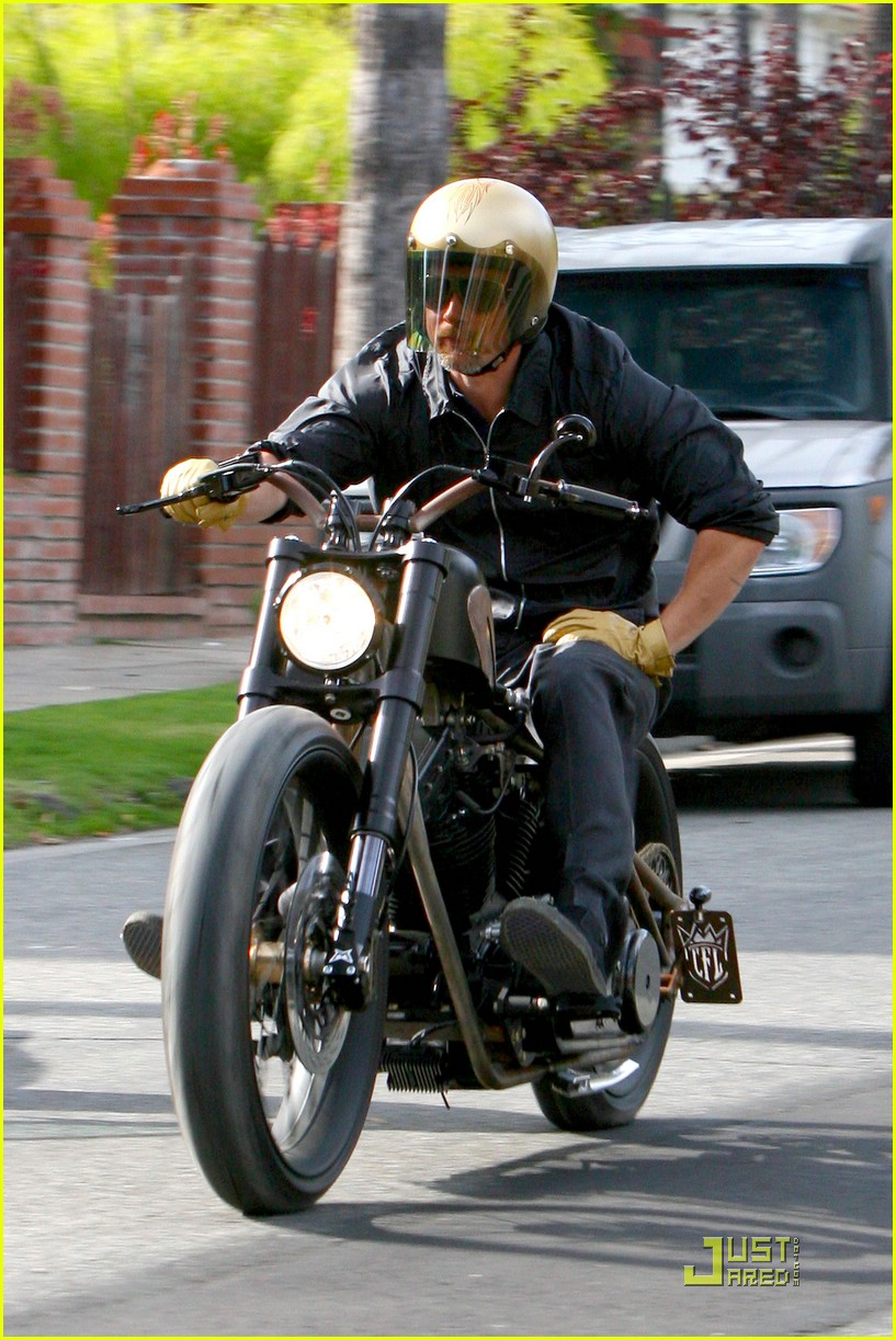 Pics photos brad pitt on motorcycle - Brad Pitt Is A Motorcycle Master Photo 2041761 Brad Pitt Pictures Just Jared