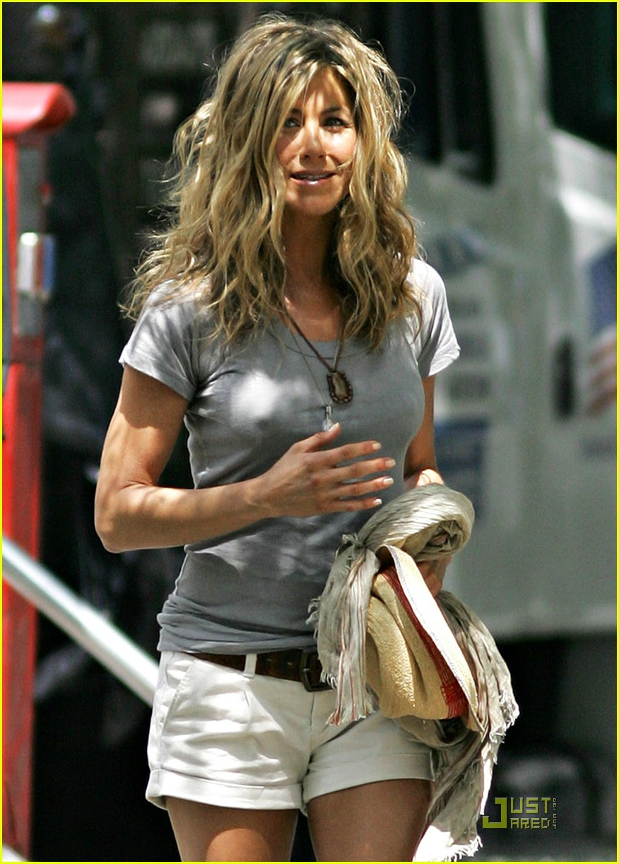 jennifer aniston perky 042094312