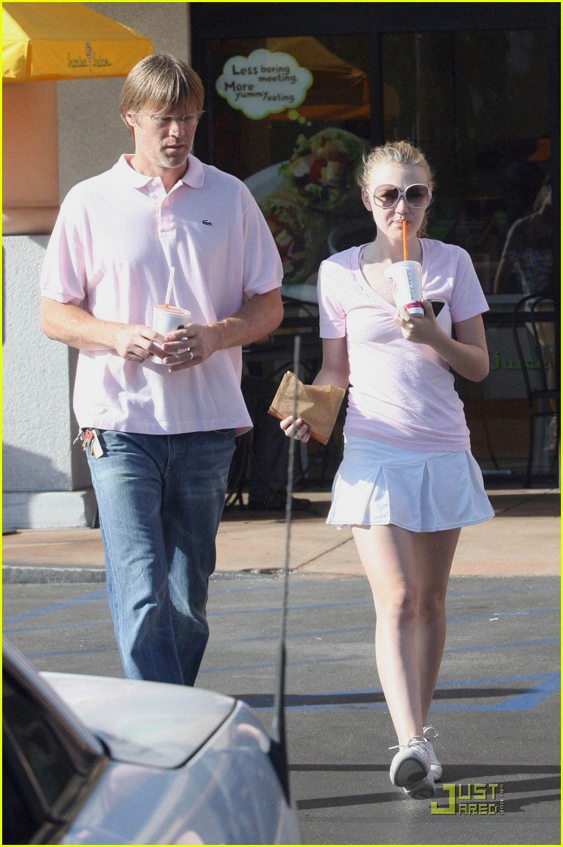 dakota fanning jamba juice 12