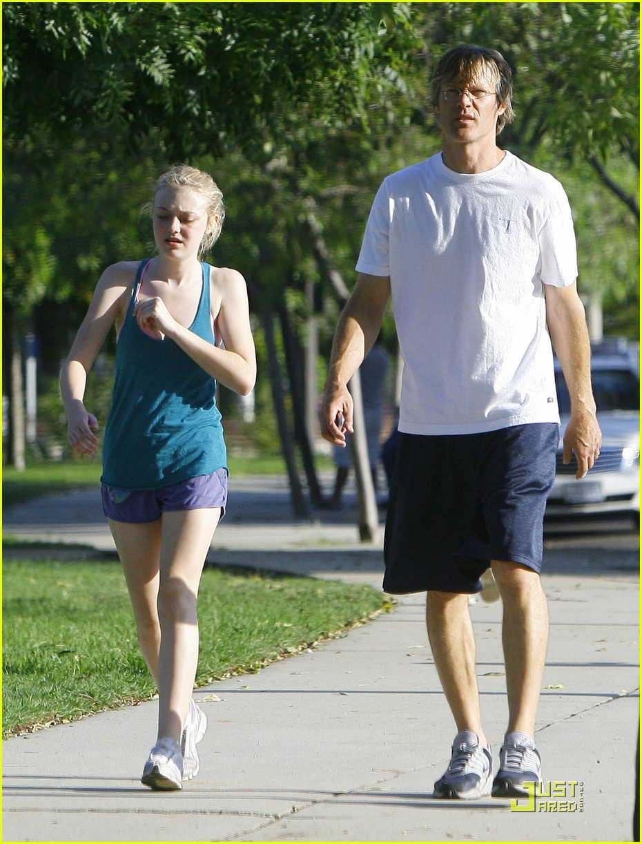 dakota fanning jolly jogger 03