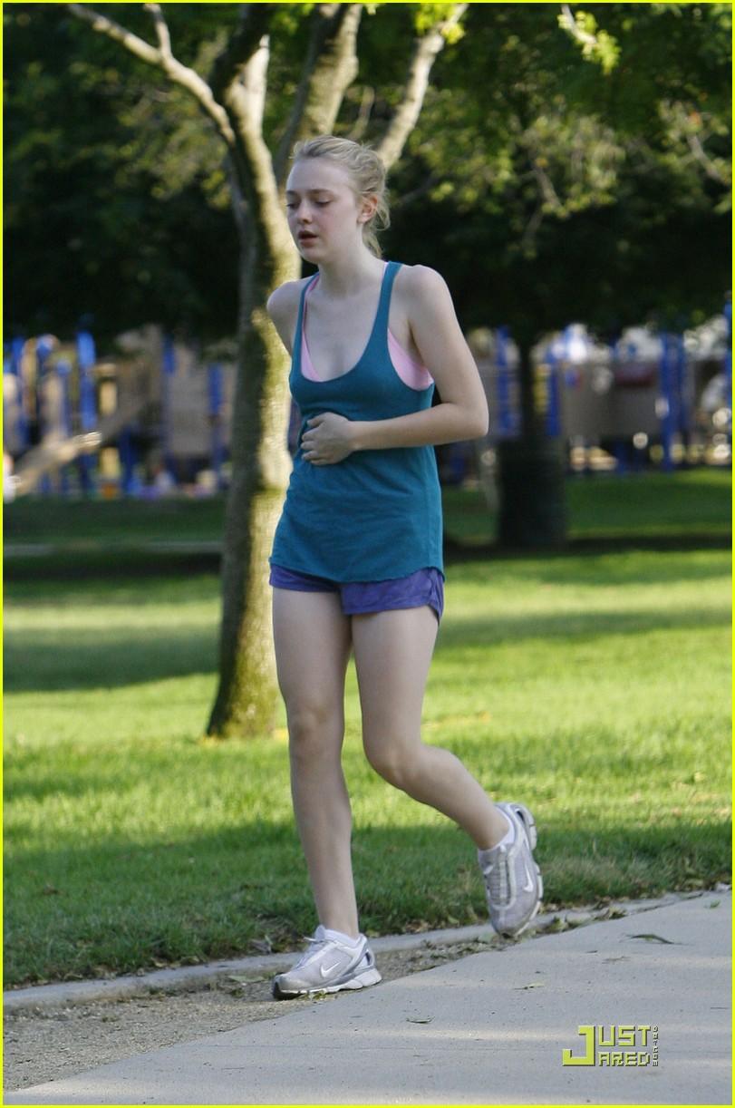 dakota fanning jolly jogger 17