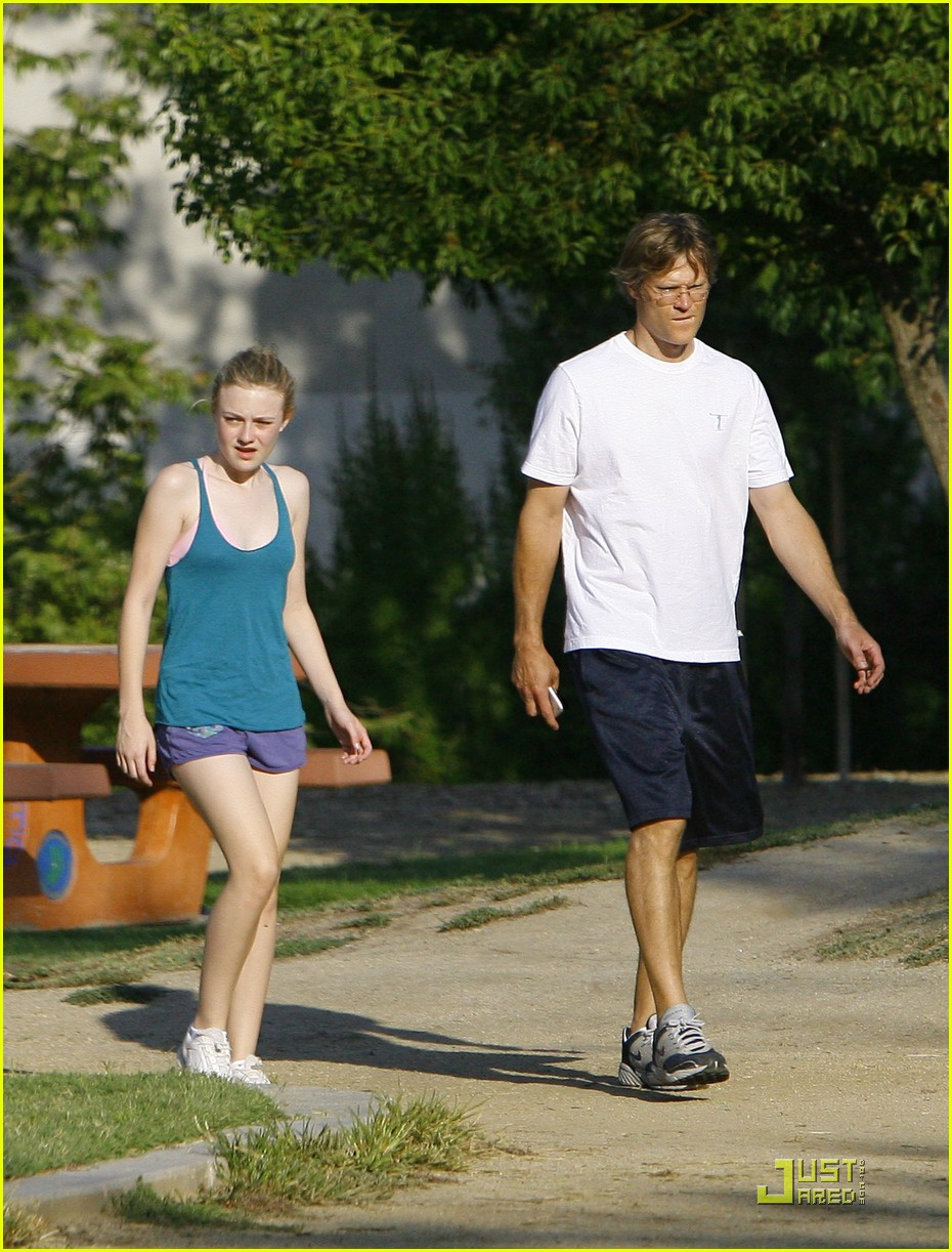 dakota fanning jolly jogger 28