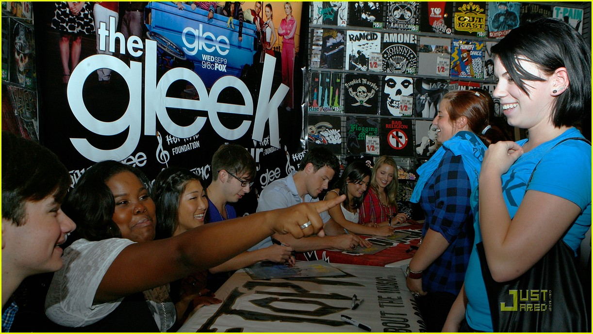 gleek tour natick mall boston 04