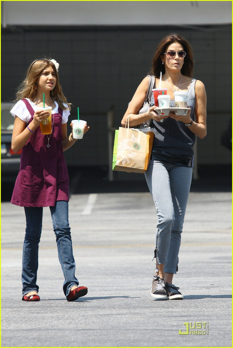 teri hatcher emerson rose starbucks 152134681