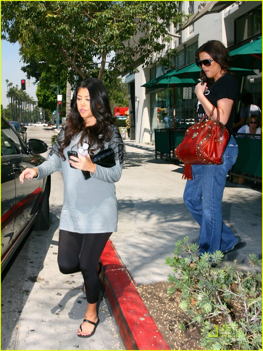 kourtney kardashian bigger baby bump 072166532