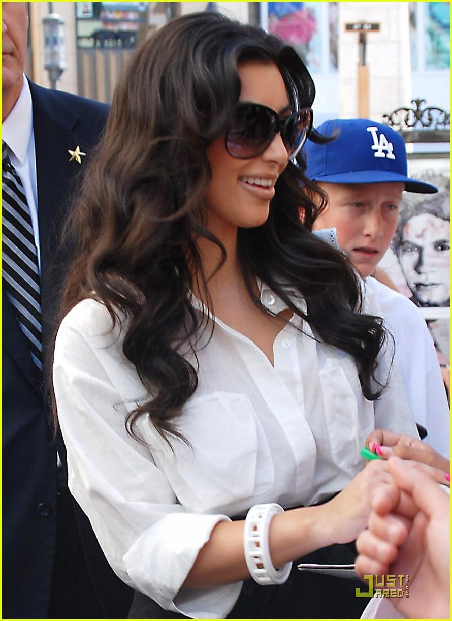kim kardashian visits victorias secret 162106801