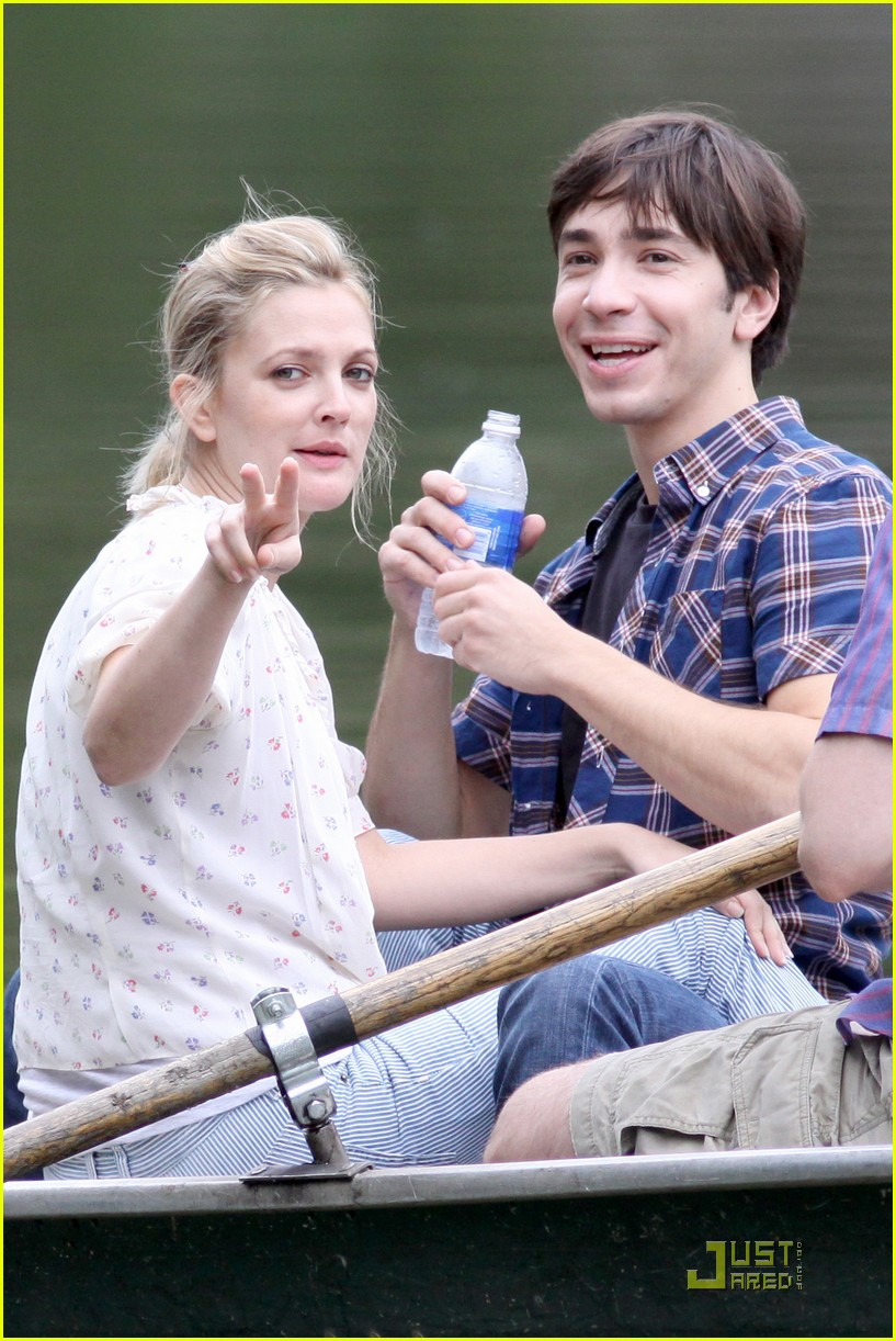 drew barryymore justin long kissing rowboat 112107641