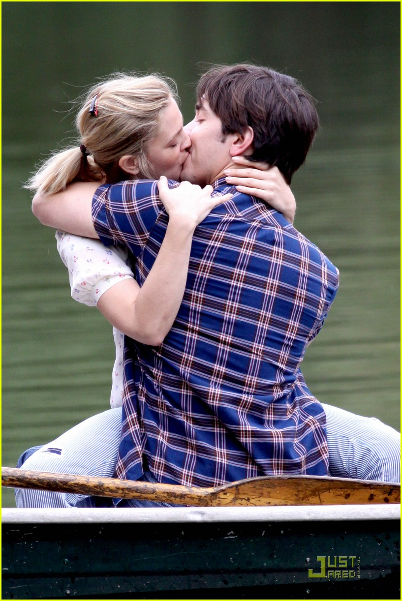 drew barryymore justin long kissing rowboat 142107671