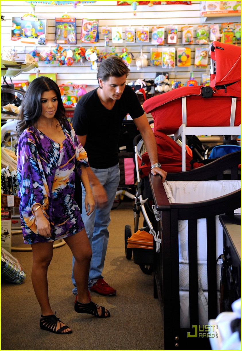 kourtney kardashian scott disick baby shopping 05