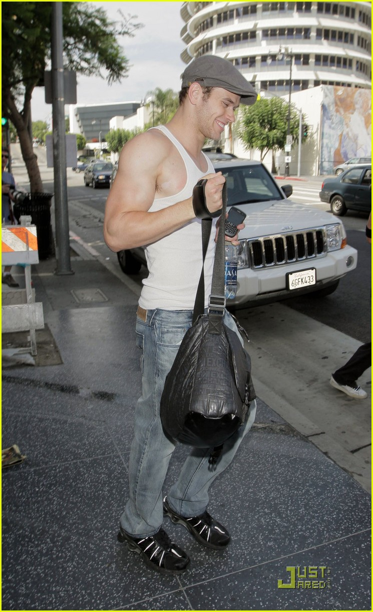kellan lutz hm model 11