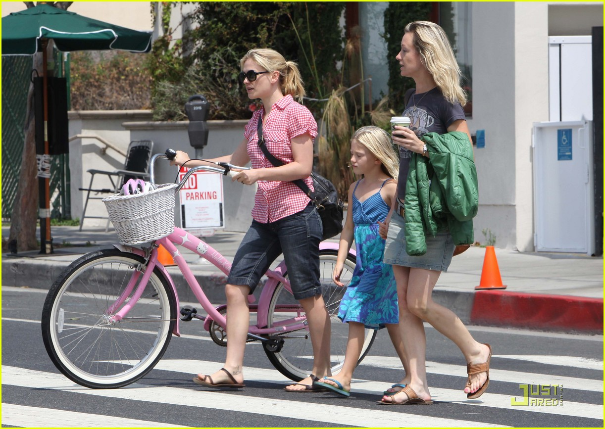 anna paquin biking stephen moyer ex girlfriend 05