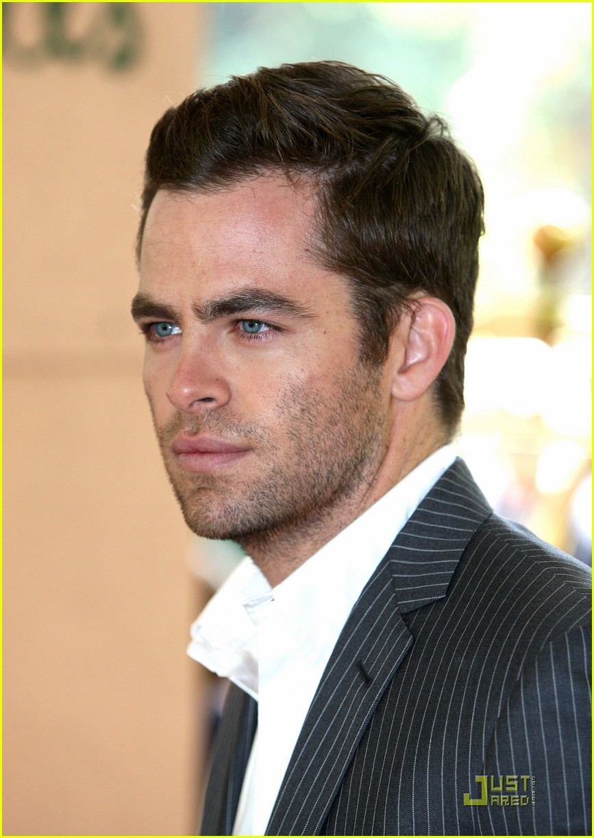 chris pine hollywood foreign press luncheon 21
