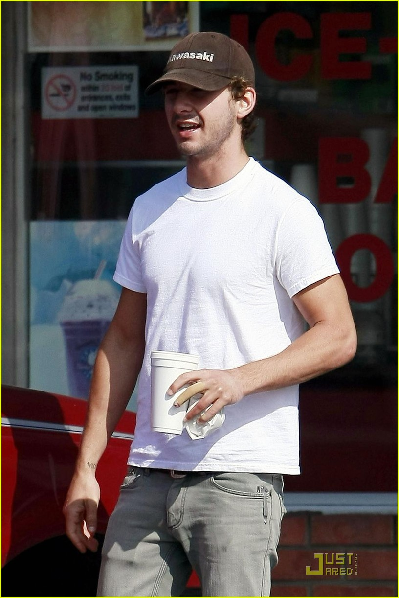 shia labeouf fingers 05