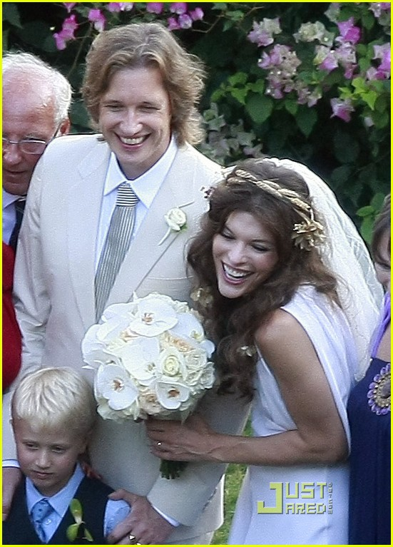 milla jovovich wedding picture 01