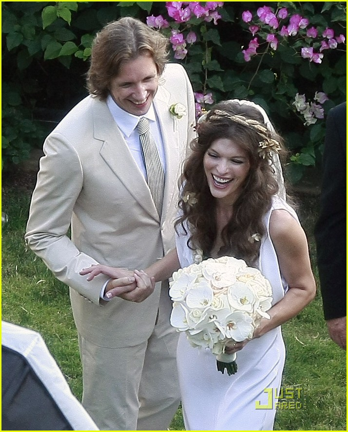milla jovovich wedding picture 20