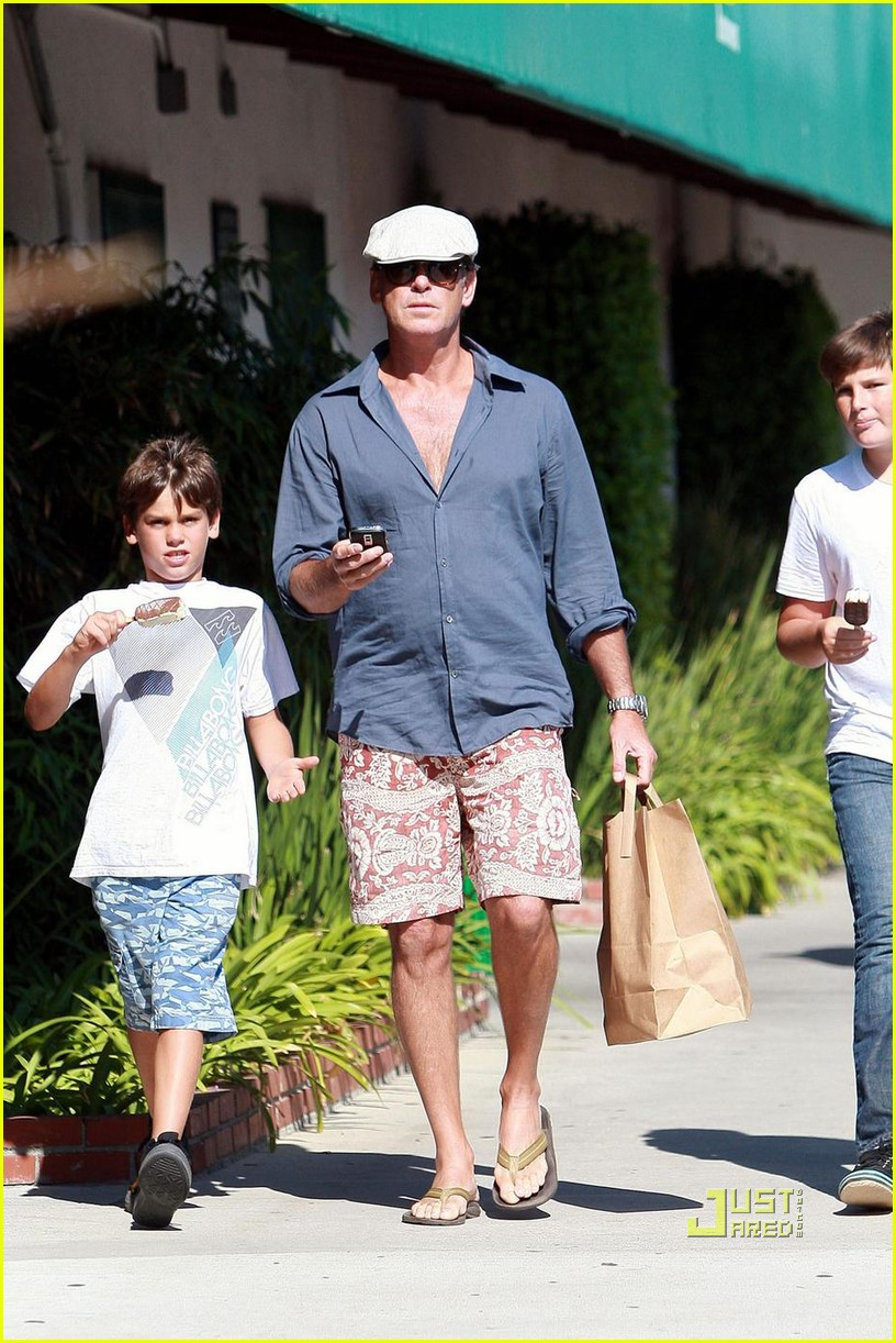 pierce brosnan malibu country mart 07