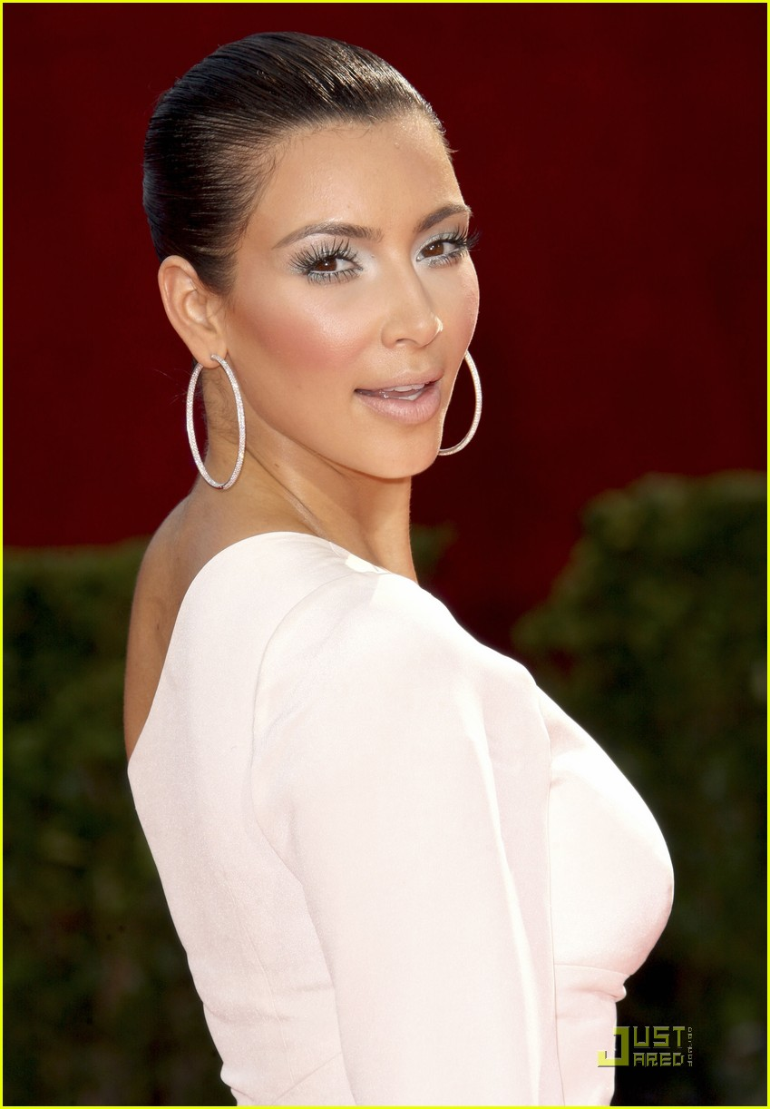 kim kardashian emmy awards 2009 15