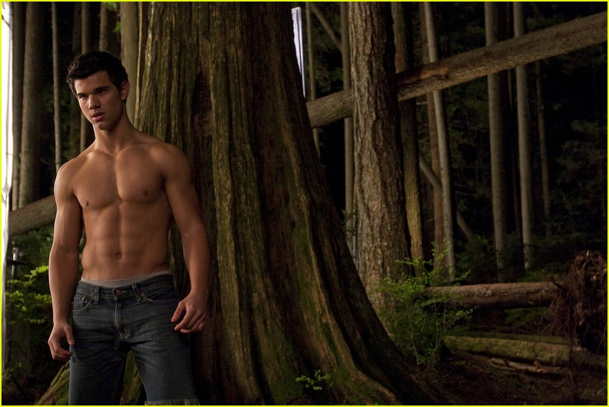 Taylor Lautner Shows Off Washboard Abs: Photo 2234182 ...